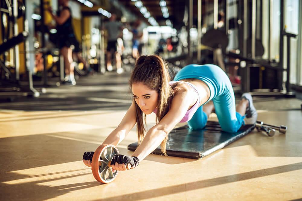 腹筋ローラーで腹筋を鍛えた時の効果とは